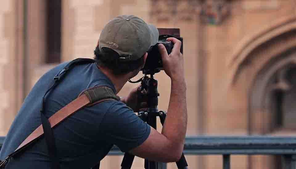 a person trying to be a photographer by taking picture via DSLR