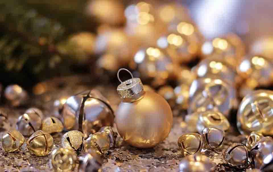 Christmas Ball Retouching