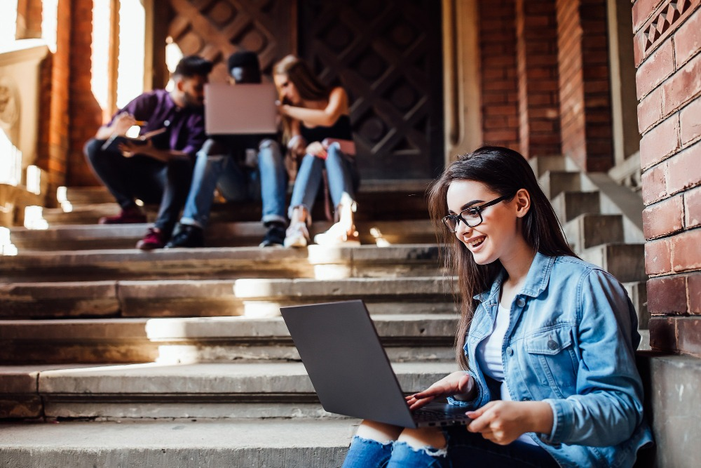 senior-picture ideas campus steps