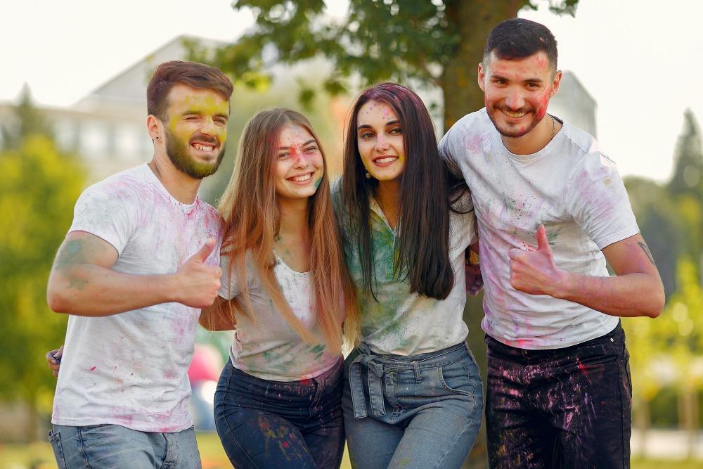 senior-picture ideas colors of holi