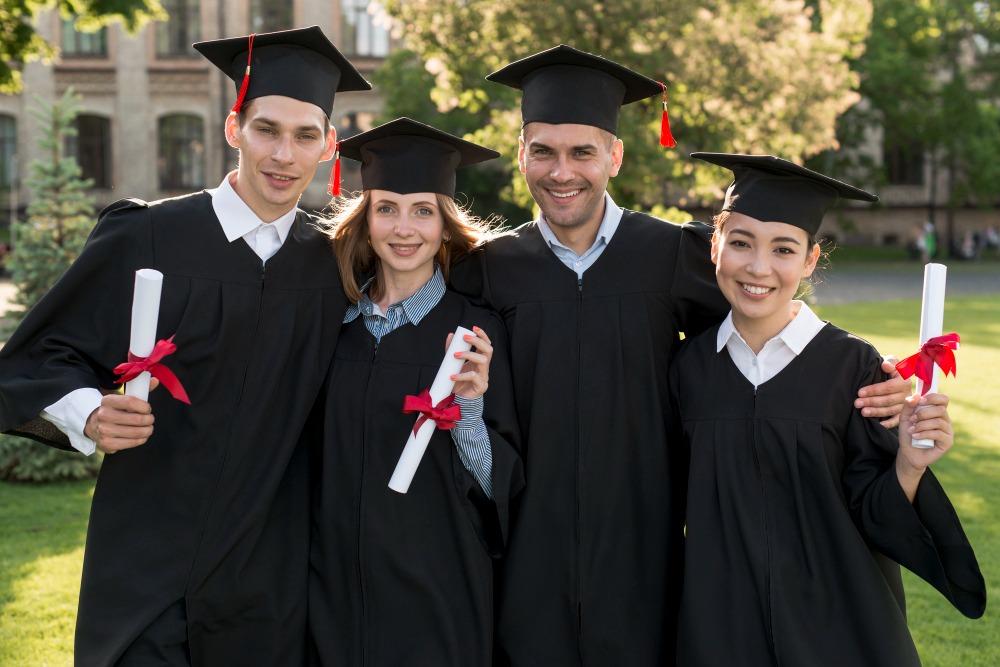 senior picture ideasgraduationlook