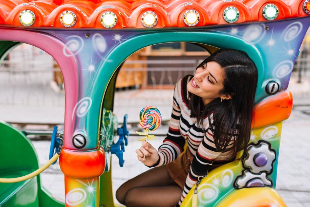 senior picture ideas shoot in a amusement park