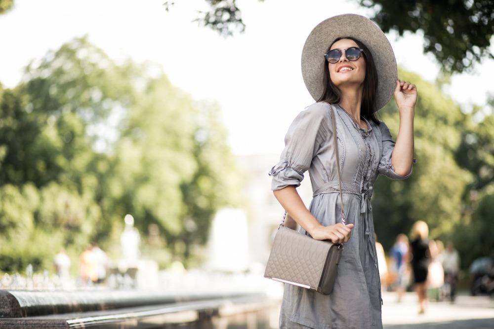 senior picture ideas sunglasses are fashionable
