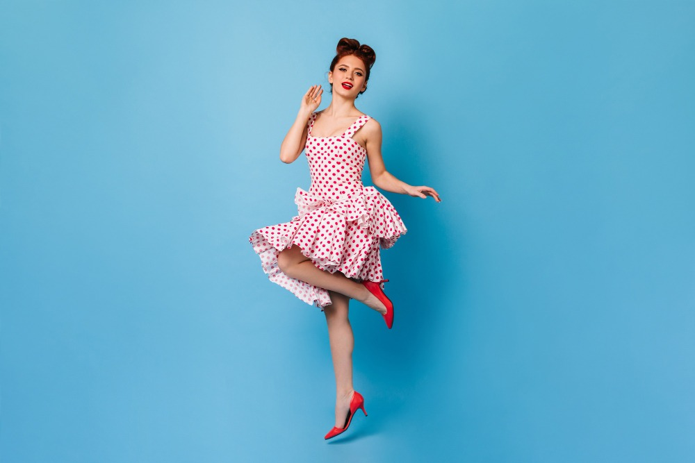 senior picture ideas twirling the dress