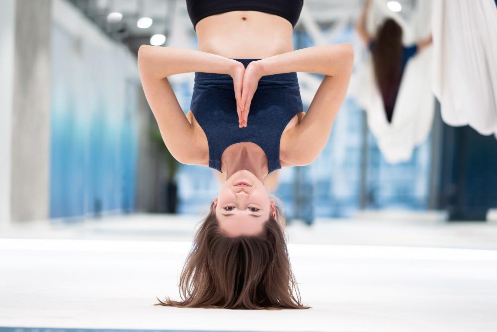senior picture ideas upside down